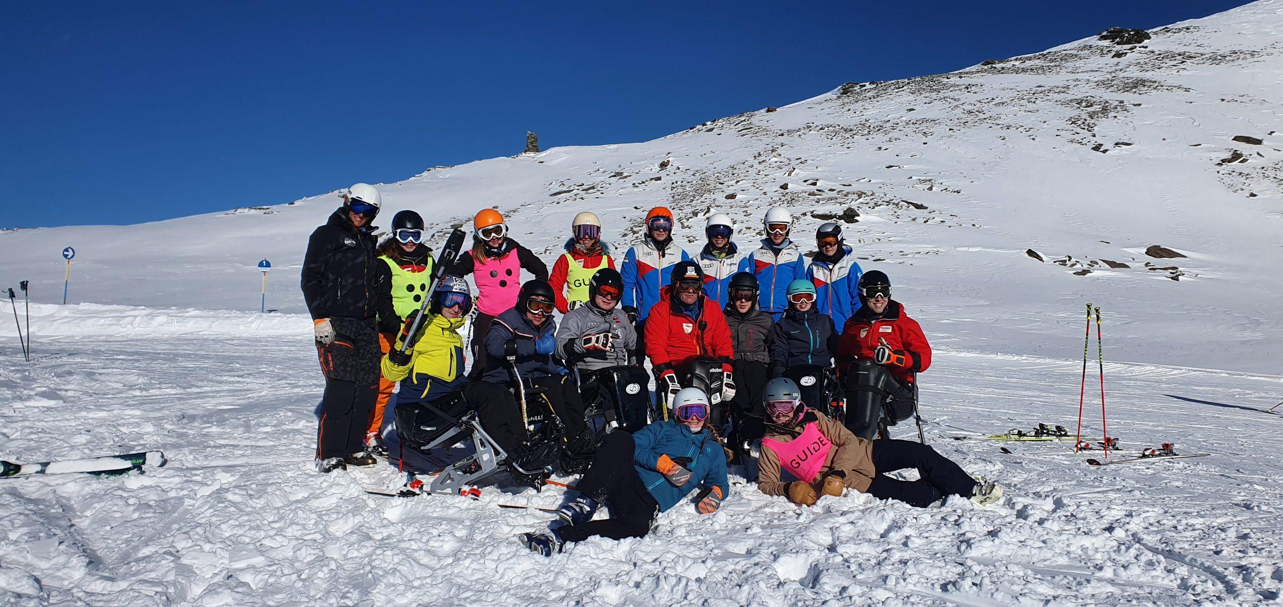 Gruppenfoto einer Para-Ski-Alpin Nachwuchsmannschaft